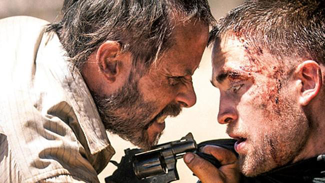 The Rover (2013) l-r: GUY PEARCE AND ROBERT PATTINSON,